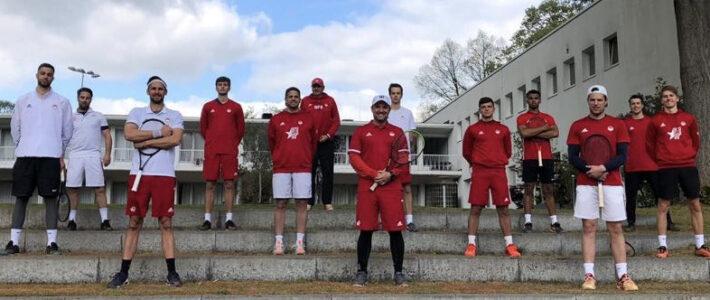 Tennisherren sammeln Matchpraxis